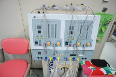 高周波マッサージ器(リハビリテーション用)パットを痛みのある個所に当て、個々の症状に適した高周波を流すことによって、患部深部の痛みを和らげます。所要時間5~10分(個々の症状によって異なります。)